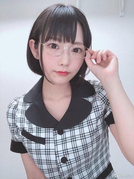 【6upoker】白坂有以MIDE-792 女生电车上被痴汉撩起长裙