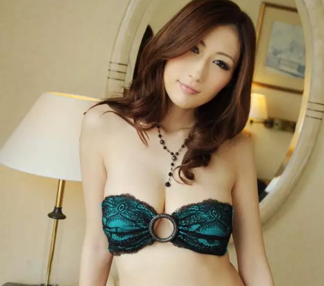 【6upoker】Julia新作MEYD-679 人妻兼职风俗娘变身SM女王帮邻居破处